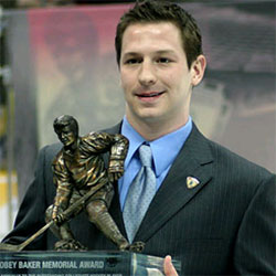 Kevin Porter accepts the 40-pound Hobey trophy.