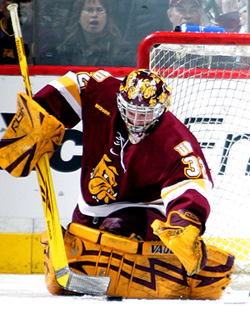 UMD goalie Alex Stalock was the star of the game, with 39 saves. (photos: Ryan Coleman)