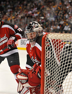 Mike Lee made 38 saves to shut out Wisconsin in the semifinals. (photo: Scott Pierson)