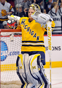 Michigan goalie Shawn Hunwick was outstanding all weekend, but couldn\'t stop the last shot. (photo: Scott Pierson)