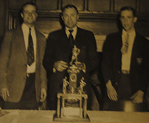 Havemeyer (left), Murdoch (middle) and 1953 captain Larry Noble with the 1952 NCAA third-place trophy. Noble\'s dad was a coach for Yale in the 1920s.