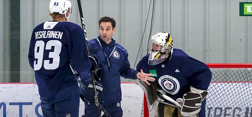 www.collegehockeynews.com