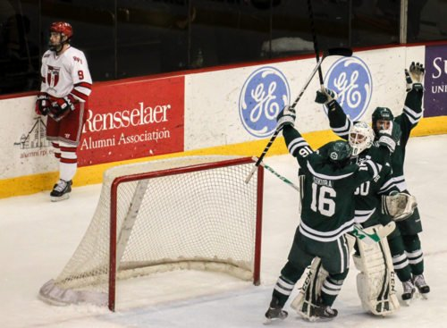 Dartmouth rallied to upset Rensselaer on Sunday and take their ECAC first-round series. (photo: Robert Dungan)