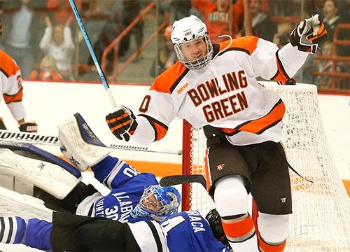 NCAA: College Hockey Ties One On
