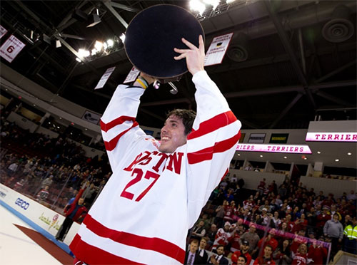 BU captain Doyle Somerby lifts the Joe Bertagna Cup, as his team winds up in a three-way share for first place in Hockey East after knocking off Notre Dame. (photo: Rich Gagnon/Boston University)