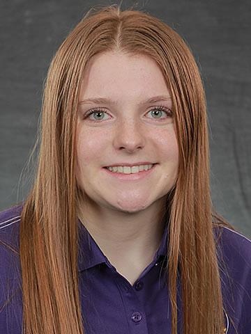 Lauren Barbro headshot