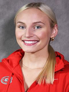 Olivia Cvar headshot